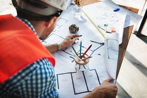 bautechniker-über-plan