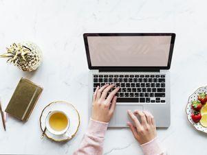 beverage-desk-blogger