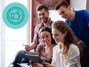 junge-personen-tablet-empfehlungsschreiben