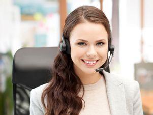 kundenberaterin-uebernimmt-zahlreiche-aufgaben